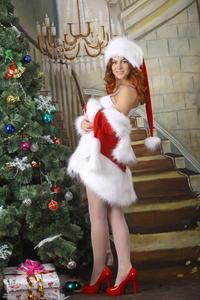 http://img150.imagevenue.com/loc118/th_531693584_silver_angels_Sandrinya_I_Christmas_1_111_123_118lo.jpg