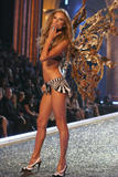 th_06903_fashiongallery_VSShow08_Show-095_122_1183lo.jpg