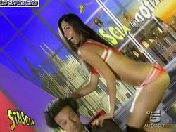 [IMG]http://img150.imagevenue.com/loc153/th_45300_FedericaNargi_Culocompilation.wmv_000067200_122_153lo.jpg[/IMG]