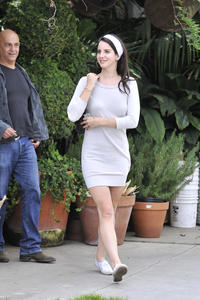 http://img150.imagevenue.com/loc159/th_159140759_LanaDelRey_OAHollywood_October11_2012_23_122_159lo.jpg