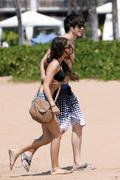Сара Хайланд, фото 50. Sarah Hyland Out in Maui, 8 March 2010, foto 50