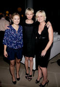 http://img150.imagevenue.com/loc377/th_46083_kristen_bell_renee_zellweger_amy_poehler_launch_of_dumbdumb_01_122_377lo.jpg
