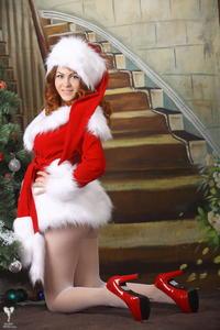 http://img150.imagevenue.com/loc40/th_531469554_silver_angels_Sandrinya_I_Christmas_1_076_123_40lo.jpg