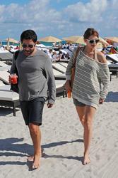 http://img150.imagevenue.com/loc405/th_312194199_Mischa_Barton_Bikini_Candids_on_the_Beach_in_Miami_December_27_2011_145_122_405lo.jpg
