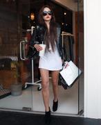 http://img150.imagevenue.com/loc457/th_079715356_Amanda_Bynes_Shopping_at_Kin4_122_457lo.jpg