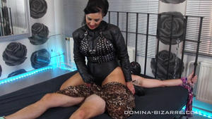 Domina-Bizarre: Mistress Ezada Sinn - Soft Silk Scarves