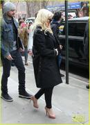 th_984808414_christina_aguilera_keeps_he