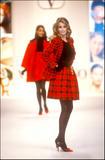 Claudia Schiffer on the runway Part 2 X 68 Foto 547 (Клаудия Шиффер на взлетно-посадочной полосы часть 2 X 68 Фото 547)