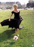 More pics of the lovely Judith Godreche - From the movie Tu Vas Rire Mai Je Te Quitte (2004) : Foto 27 (Дополнительные фото прекрасной Жюдит Годреш - Из фильма Ту Вас Rire маи Je Te Quitte (2004): Фото 27)