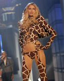 th_08223_fashiongallery_VSShow08_Show-218_122_618lo.jpg