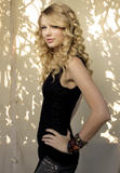 http://img150.imagevenue.com/loc632/th_29271_Taylor_Swift_-_Damian_Dovarganes_Photoshoot_748_122_632lo.jpg