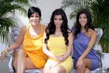 [IMG]http://img150.imagevenue.com/loc668/th_99642_celeb-city.org_Kim_Kardashian_Monte_Carlo_Television_Festival_06-10-2008_015_122_668lo.jpg[/IMG]