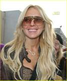 dVb eyewear / Victoria Beckham eyewear - Page 3 Th_09197_lindsay-lohan-intuition-shop-05_122_692lo