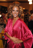 th_97294_fashiongallery_VSShow08_Backstage_AlessandraAmbrosio-74_122_702lo.jpg