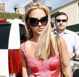 th_00722_brit075sandino_122_904lo - Britney Spears va mieux, son décolleté aussi
