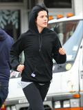 Agyness Deyn (Агнесс Дейн) Th_01443_Preppie_-_Agyness_Deyn_jogging_in_New_York_City_-_Nov._24_2009_358_122_97lo